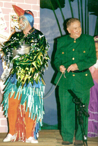 David Kelhan as Krafty Kingfisher and Bob Radford as the Zookeeper